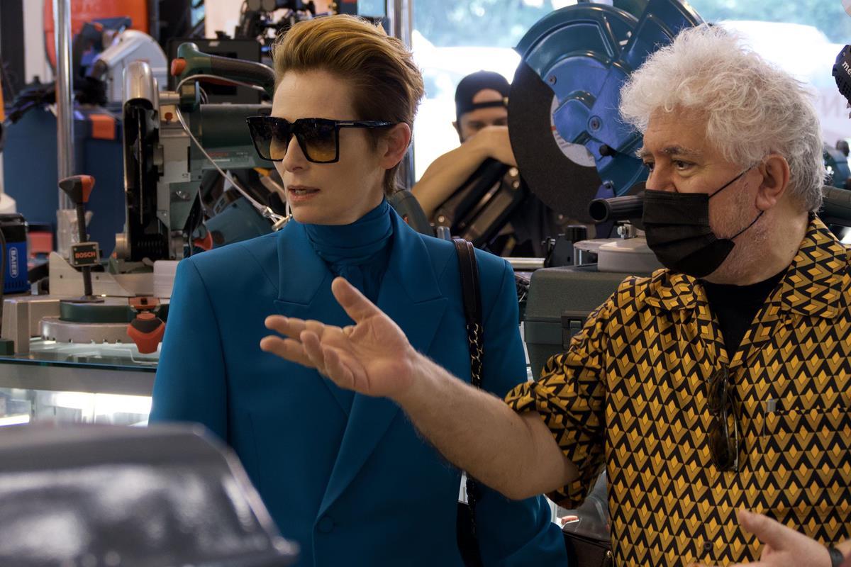 "Tilda Swinton and Pedro Almodóvar on the set of ""The Human Voice."" Cr: Iglesias Mas/Sony Pictures Classics"