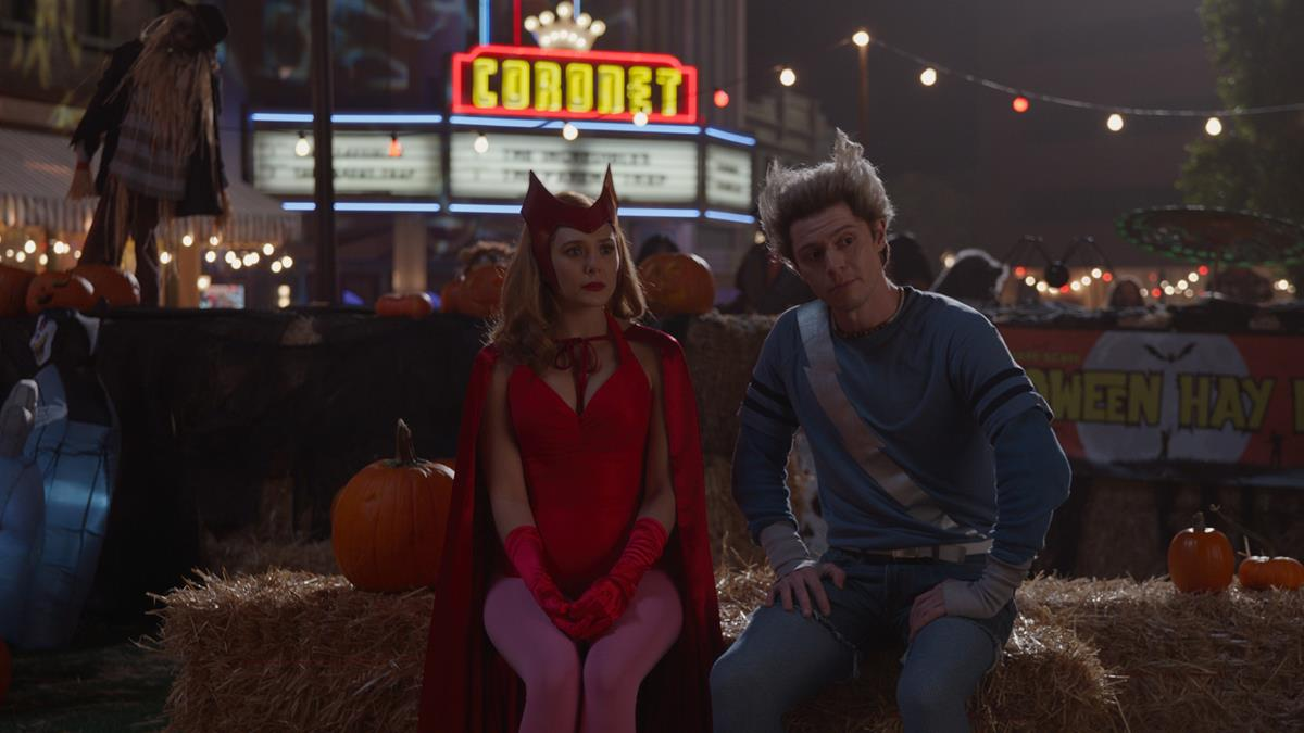 "(L-R): Elizabeth Olsen as Wanda Maximoffand Evan Peters as Pietro in ""WandaVision."" Cr: Marvel Studios"