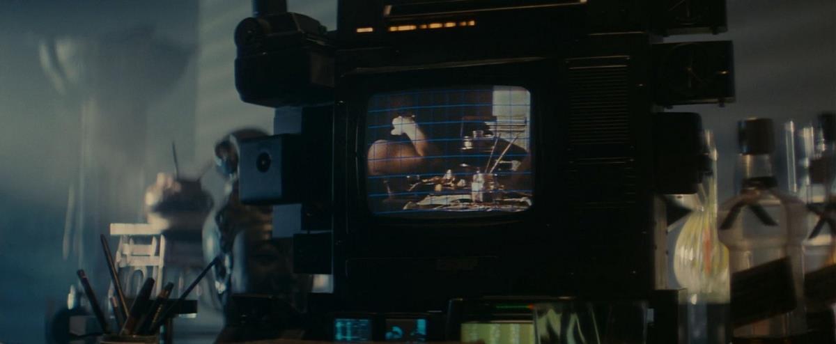 """Esper photo analysis in """"Blade Runner"""" (1982) directed by Ridley Scott. Cr: Warner Bros."""