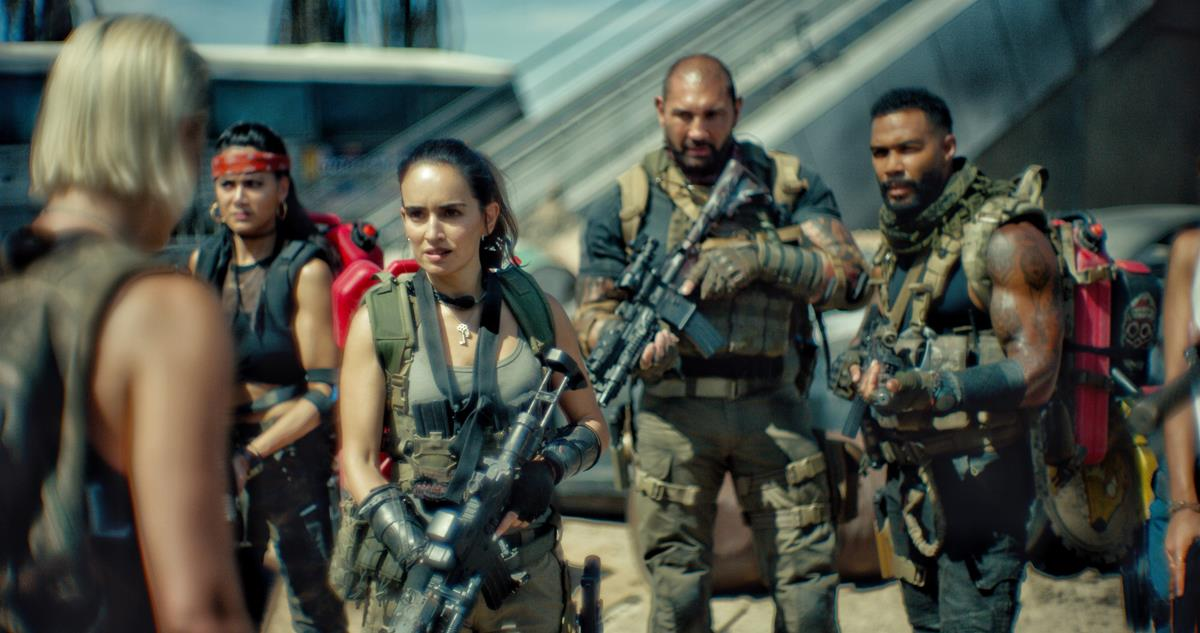 """Nora Arnezeder as Lilly """"The Coyote"""", Samantha Win as Chambers, Ana de la Reguera as Cruz, Dave Bautista as Scott Ward and Omari Hardwick as Vanderohe in """"Army of the Dead,"""" written and directed by Zack Snyder. Cr: Clay Enos/Netflix"""