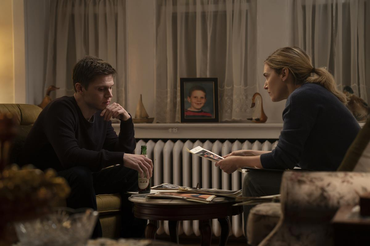 """Evan Peters and Kate Winslet in """"Mare of Easttown."""" Cr: HBO"""