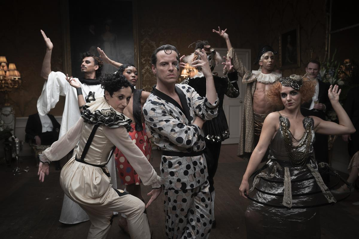 """Andrew Scott as Lord Merlin (center) in """"The Pursuit of Love."""" Cr: Robert Viglasky/BBC"""