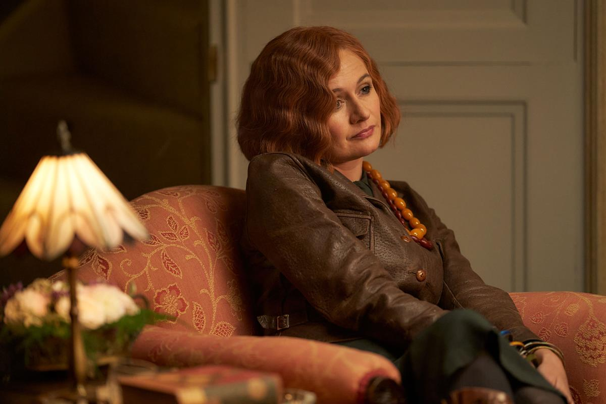 """Emily Mortimer as Fanny's mother, """"The Bolter"""" in """"The Pursuit of Love."""" Cr: Robert Viglasky/BBC"""