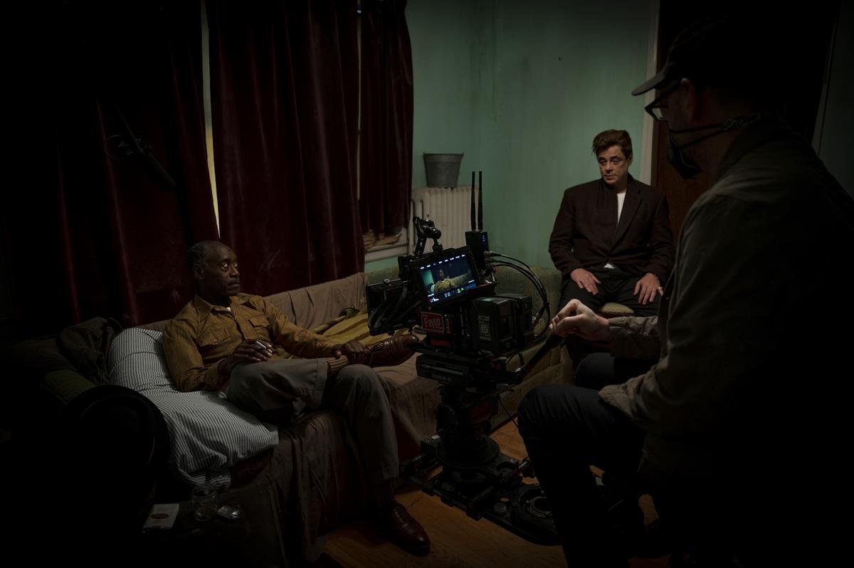 """Don Cheadle, Benicio Del Toro and director Steven Soderbergh on the set of HBO Max and Warner Bros. Pictures' crime drama """"No Sudden Move."""" Cr: Claudette Barius/Warner Bros. Entertainment"""
