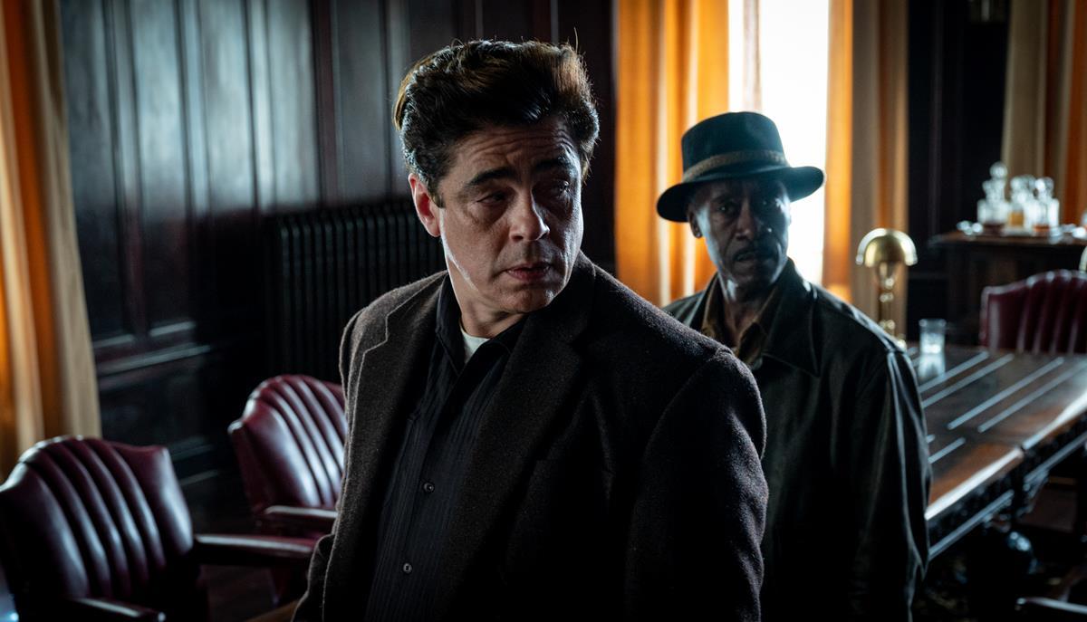 "Benicio Del Toro as Ronald Russo and Don Cheadle as Curt Goynes in HBO Max and Warner Bros. Pictures' crime drama ""No Sudden Move."" Cr: Claudette Barius/Warner Bros."