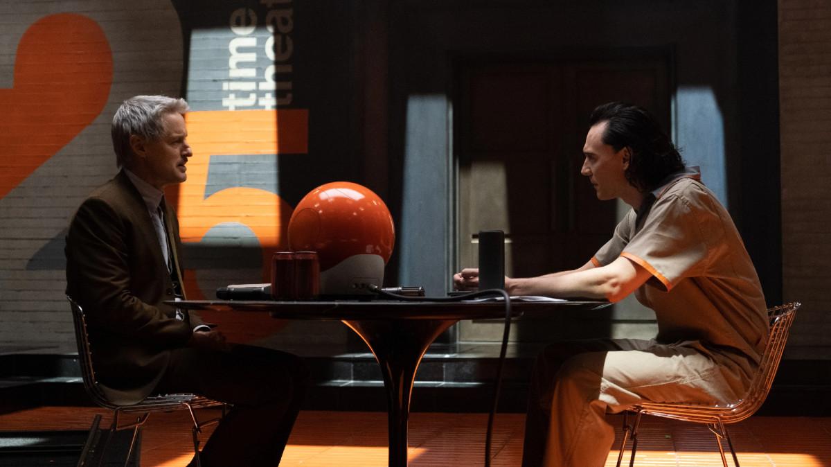 "Mobius (Owen Wilson) and Loki (Tom Hiddleston) in Episode 1 of Marvel Studios' ""Loki."" Cr: Chuck Zlotnick/Marvel Studios"