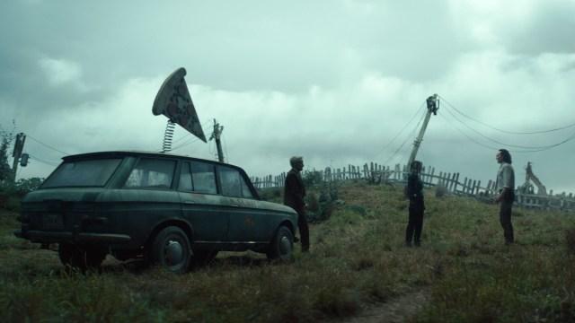 "Mobius (Owen Wilson), Sylvie (Sophia Di Martino) and Loki (Tom Hiddleston) in Episode 5 of Marvel Studios' ""Loki."" Cr: Marvel Studios"
