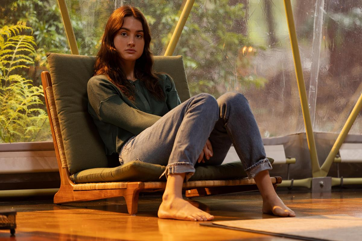 "Grace Van Patten as Zoe in Episode 1 of ""Nine Perfect Strangers."" Cr: Vince Valitutti/Hulu"