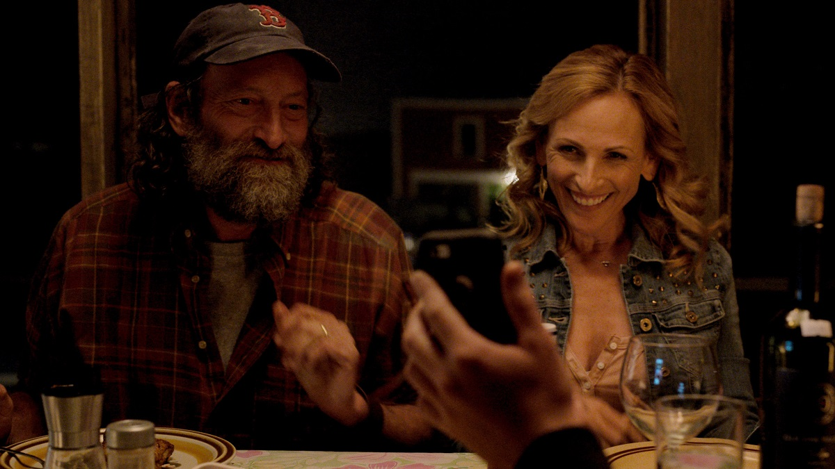 """Troy Kotsur as Frank Rossi and Marlee Matlin as Jackie Rossi in director Siân Heder's """"CODA."""" Cr: Apple TV+"""