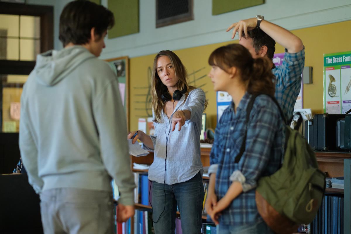 "Siân Heder directs Emilia Jones and Ferdia Walsh-Peelo on the set of ""CODA."" Cr: Apple TV+"