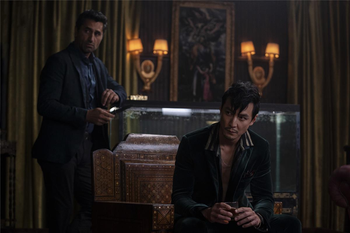 """Cliff Curtis as Cyrus Boothe and Daniel Wu as Saint Joe in """"Reminiscence."""" Cr: Warner Bros. Pictures"""