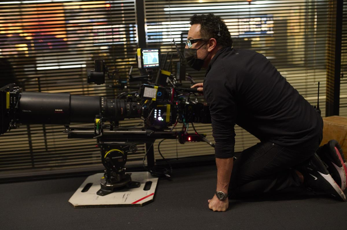 """Cinematographer Maz Makhani on the set of director Antoine Fuqua's """"The Guilty."""" Cr: Netflix"""