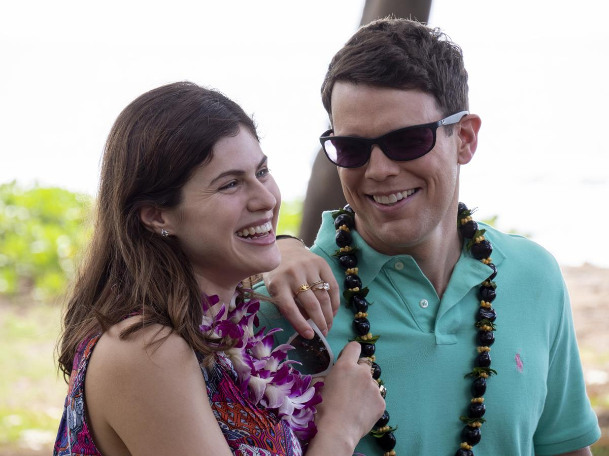 """Alexandra Daddario as Rachel Patton and Jake Lacy as Shane Patton in Episode 1 of """"The White Lotus."""" Cr: HBO"""
