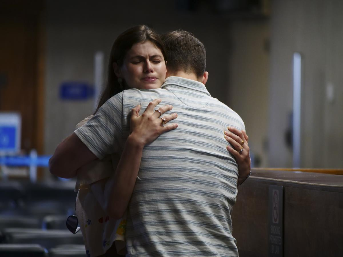 """Alexandra Daddario as Rachel Patton and Jake Lacy as Shane Patton in Episode 6 of """"The White Lotus."""" Cr: HBO"""