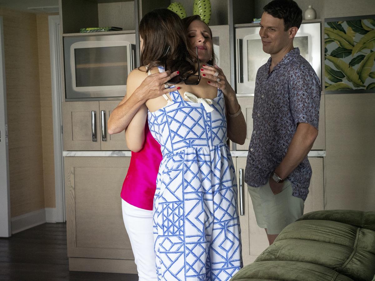 "Alexandra Daddario as Rachel Patton Molly Shannon as Kitty Patton in Episode 4 of ""The White Lotus."" Cr: HBO"