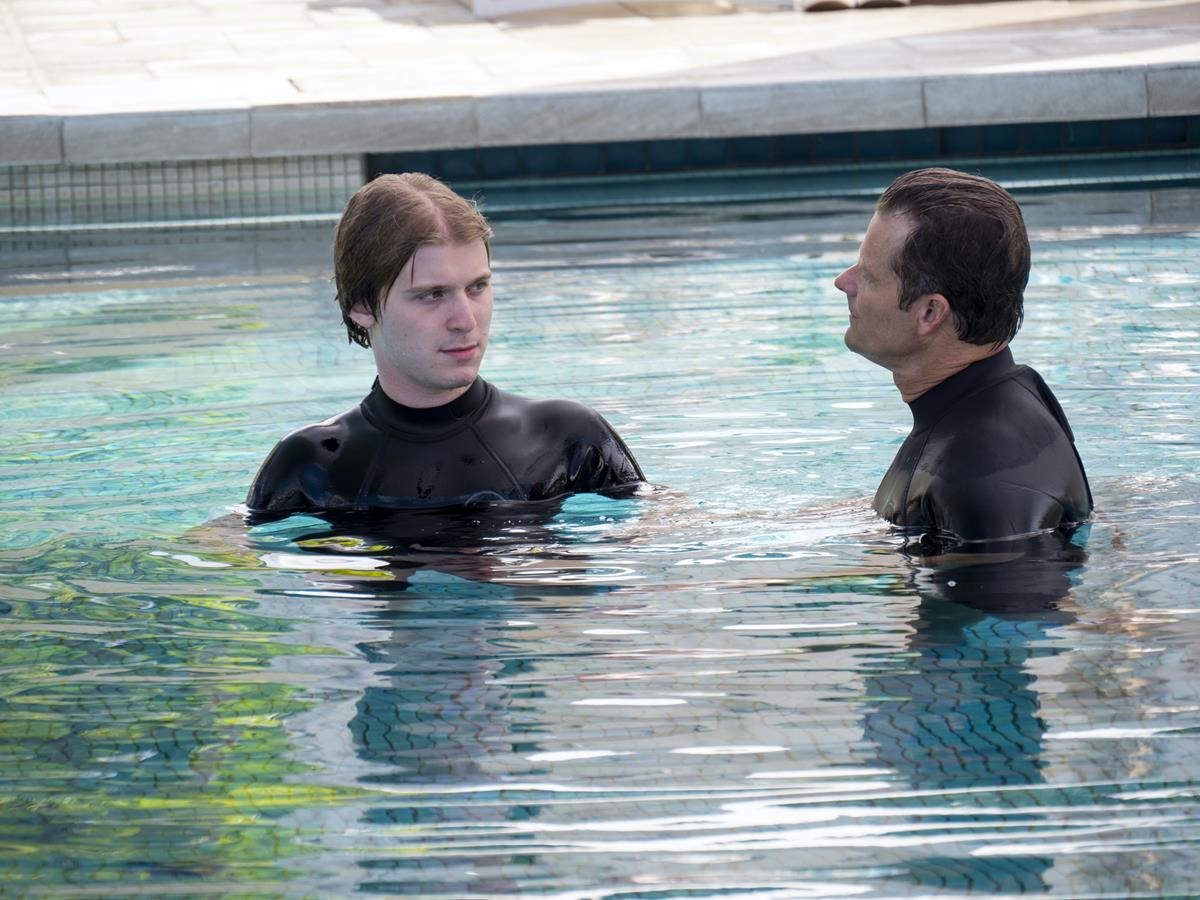 """Fred Hechinger as Quinn Mossbacher and Steve Zahn as Mark Mossbacher in Episode 3 of """"The White Lotus."""" Cr: HBO"""