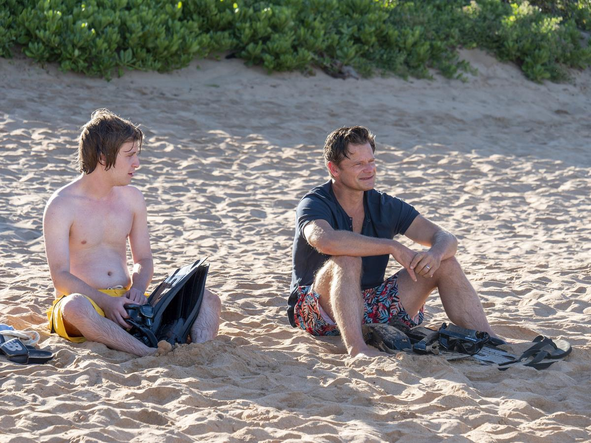"""Fred Hechinger as Quinn Mossbacher and Steve Zahn as Mark Mossbacher in Episode 1 of """"The White Lotus."""" Cr: HBO"""