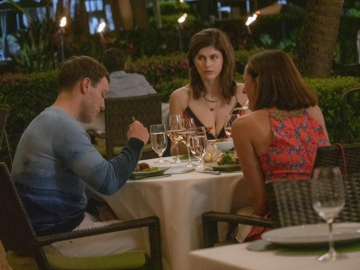 """Jake Lacy as Shane Patton, Alexandra Daddario as Rachel Patton, and Molly Shannon as Kitty Patton in Episode 5 of """"The White Lotus."""" Cr: HBO"""