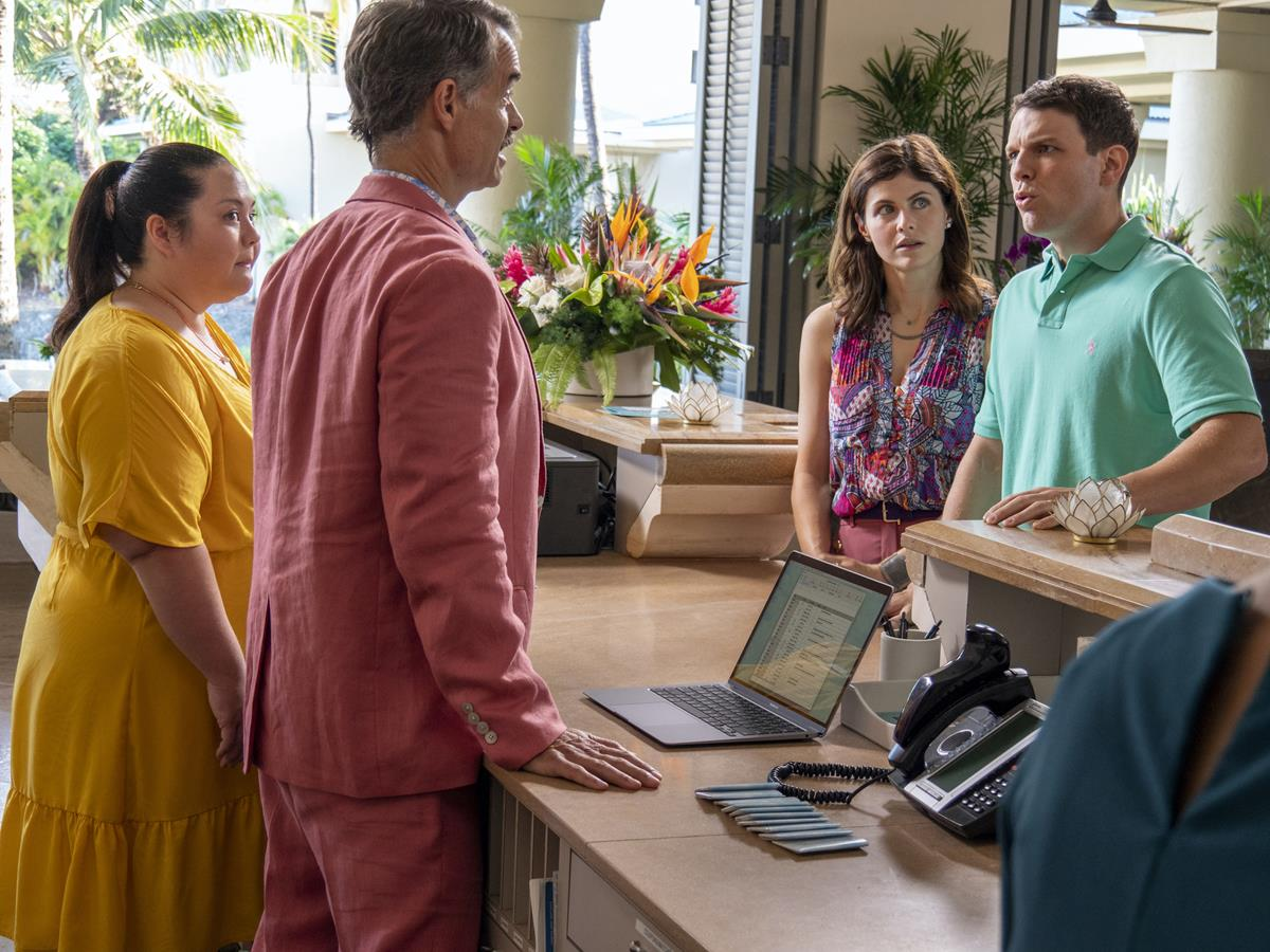 """Jolene Purdy as Lani, Murray Bartlett as Armond and Alexandra Daddario as Rachel Patton in Episode 1 of """"The White Lotus."""" Cr: HBO"""