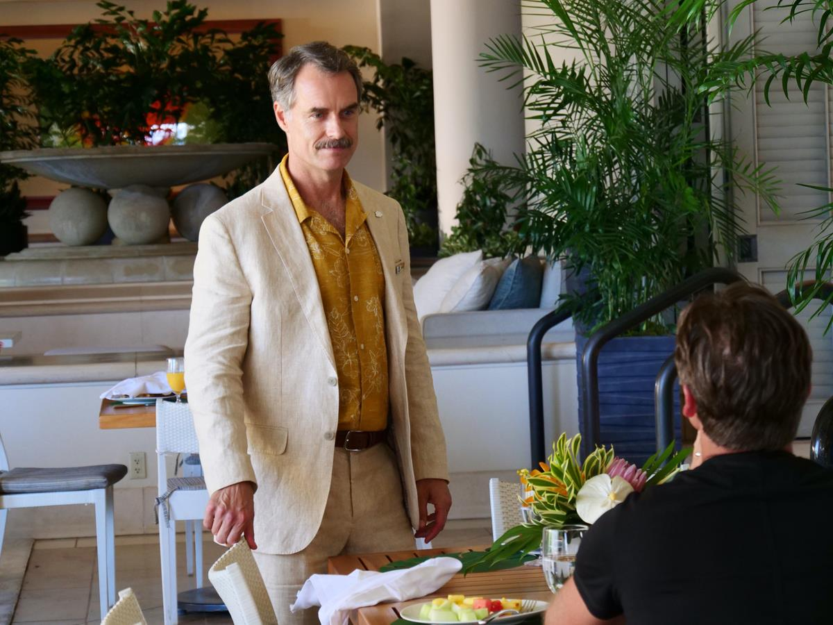 """Murray Bartlett as Armond in Episode 4 of """"The White Lotus."""" Cr: HBO"""
