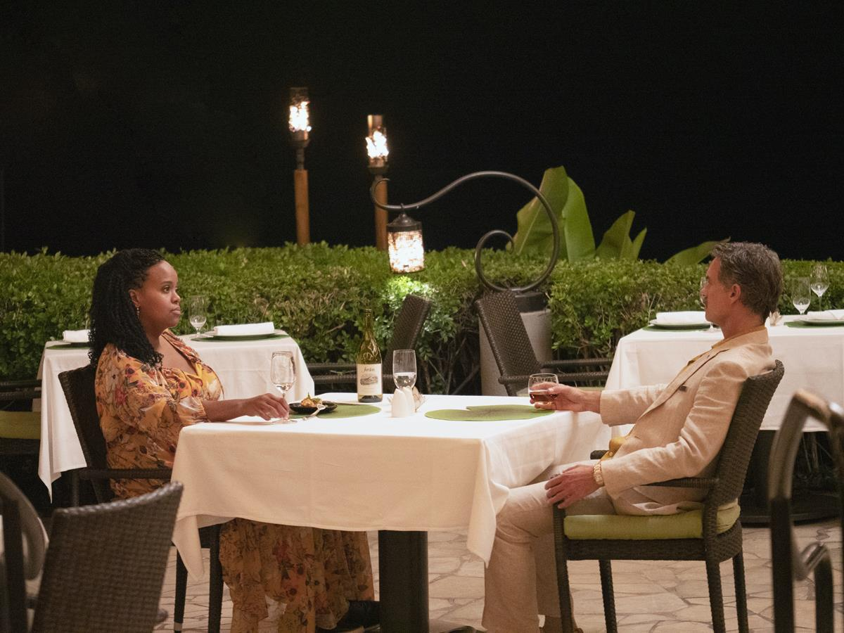 """Natasha Rothwell as Belinda Lindsay and Murray Bartlett as Armond in Episode 5 of """"The White Lotus."""" Cr: HBO"""